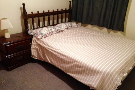 Cheap and Cheerful Local Home-stay - Westport - Ev