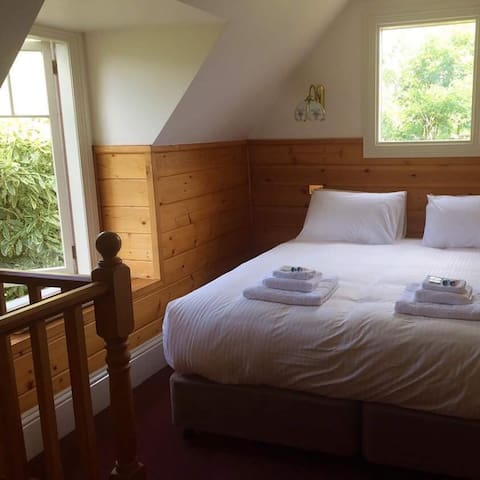 The Master's Stable at Glen Derwent - New Norfolk - Bed & Breakfast