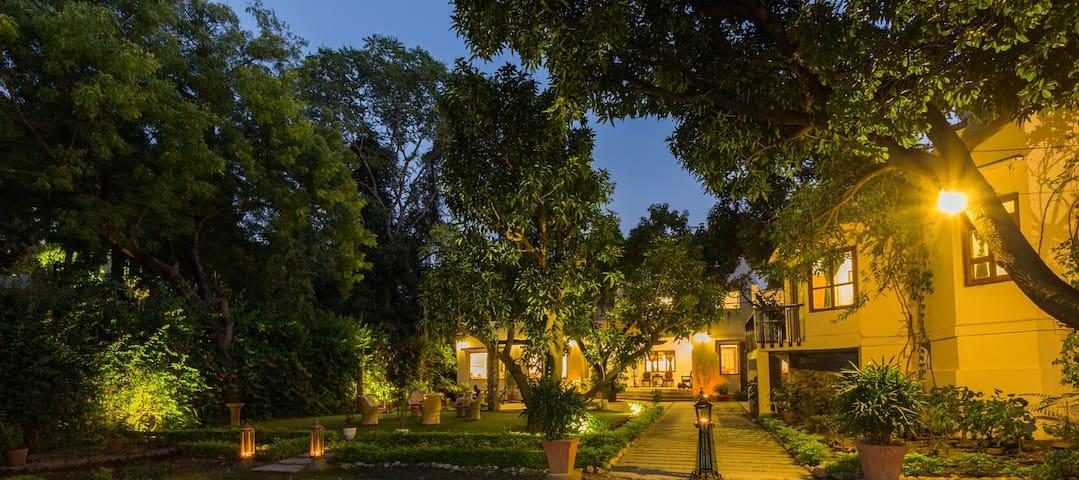 Khudala House Homestay beside the Lake in Udaipur!