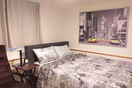 Private Bedroom Near Metrotown Mall / Skytrain