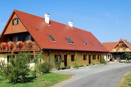 Winzerzimmer Rothschädl - Eichberg-Trautenburg - Bed & Breakfast