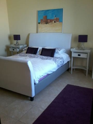 5 Star Luxury Double Bed with Ensuite and Balcony - Doha - Villa