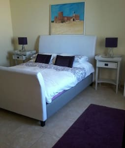 5 Star Luxury Double Bed with Ensuite and Balcony - Doha - 別墅