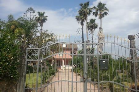 Villa Andrea, con meraviglioso giardino. - Syrakus