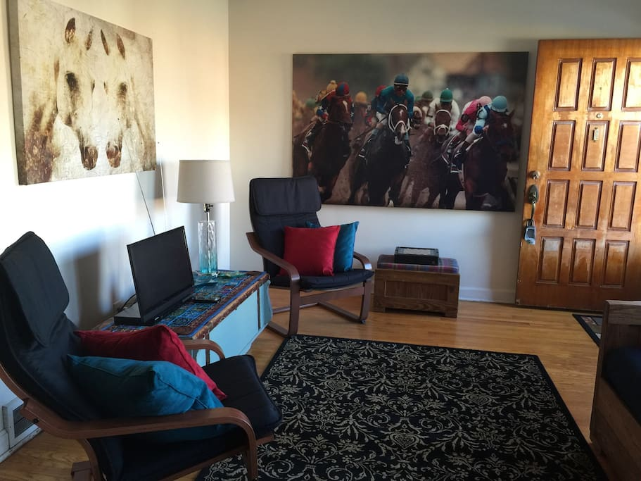 Living room has comfy bentwood chairs, Derby & horse-themed artwork and a smart TV.  Like chess, checkers, backgammon or Chinese checkers? There's a nice multi game box on the ottoman.