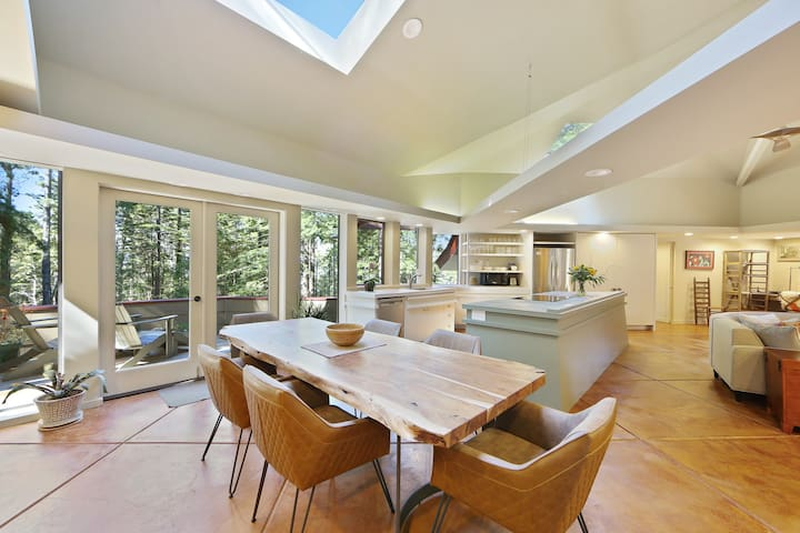 Architectural wonder w/ redwood views, shared pools/hot tub!