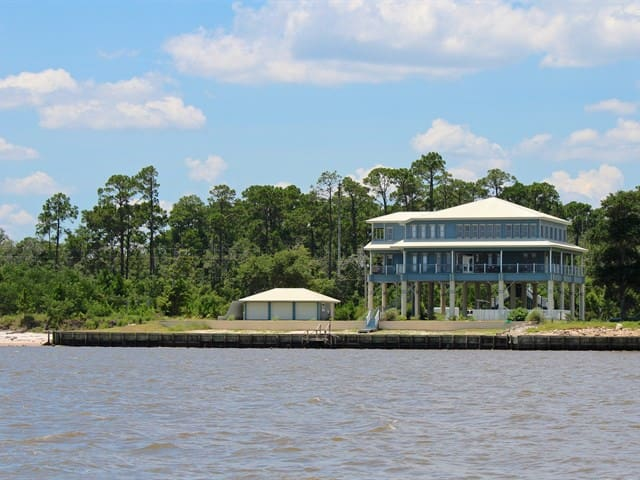 Gourmet kitchen and wrap around views of the gulf! - Ocean Springs - Hus