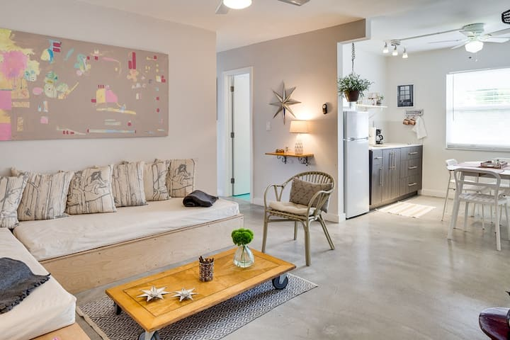 Wynwood Place 6 | 2BD with balcony + FREE Parking