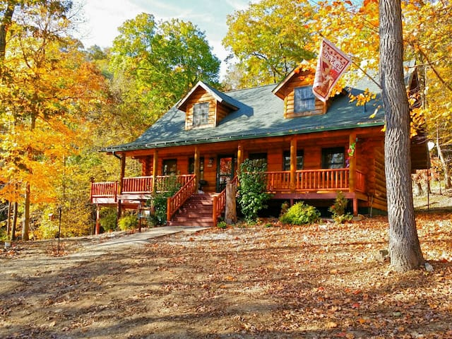 Paint Creek Log Cabin with Hot Tub Jacuzzi 5 BR - Harpers Ferry - Blockhütte
