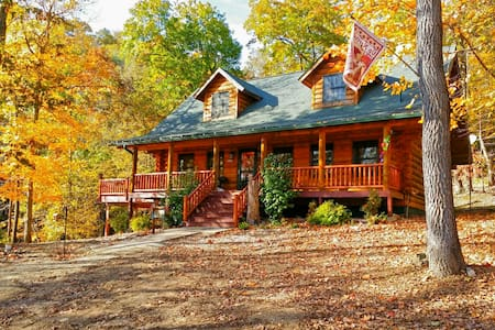 Paint Creek Log Cabin with Hot Tub Jacuzzi 5 BR - Harpers Ferry - 小木屋