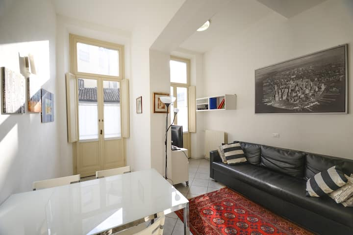 FLAT WITH GARAGE&BALCONY NEAR TRAIN AND CENTRE