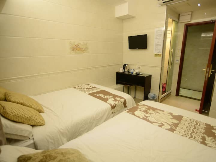Hostels for 3pax @Mongkok MTR 2min