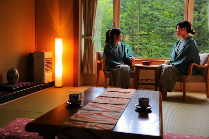 Transfer from JR Noboribetsu sta / Onsen open-air bath available / Breakfast included / Capacity for 5 people