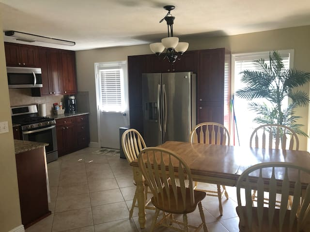 Perfect location, AFB and beach 10 minutes away