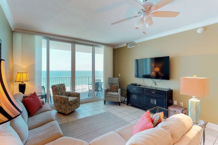 Oceanfront condo w/ shared pool & sauna, private balcony - right on the beach!