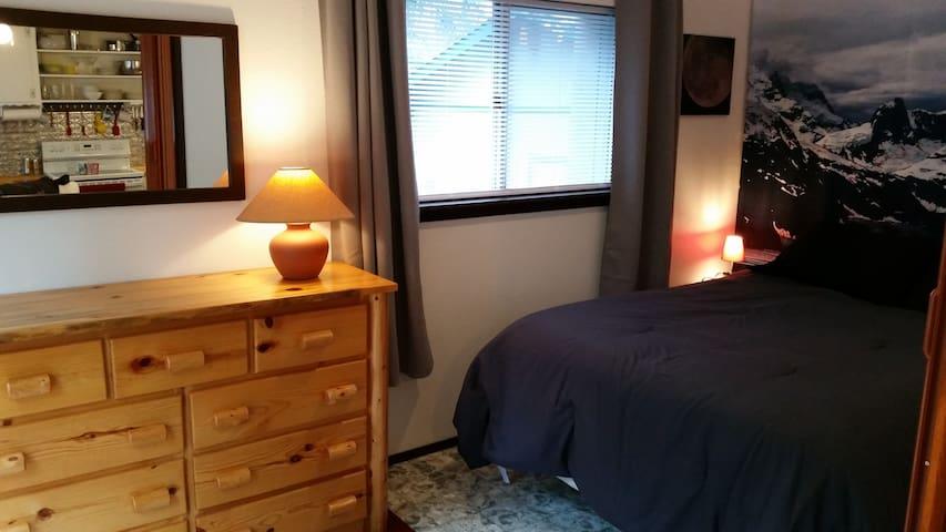 Master bedroom (bedroom 1 of 4).