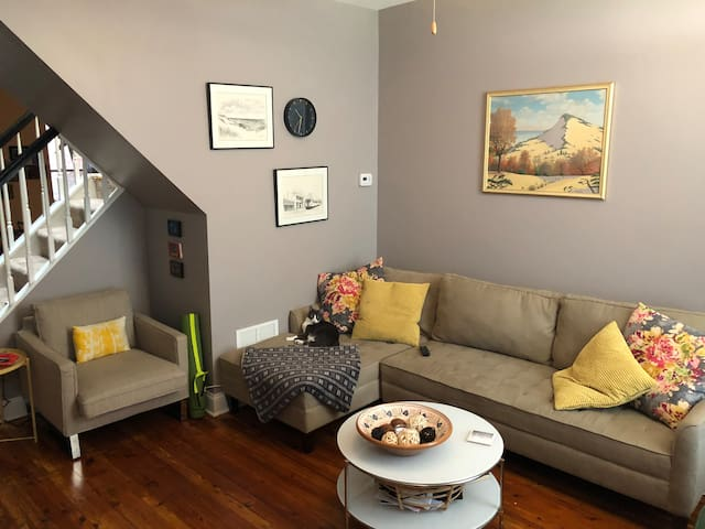 Room available in cozy rowhome in lovely NE Bmore