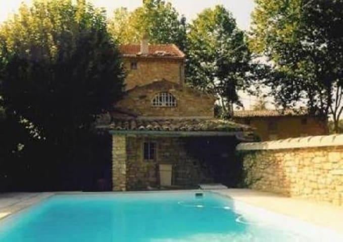 Jolie maison de village de 1879 en pierres - Entrechaux