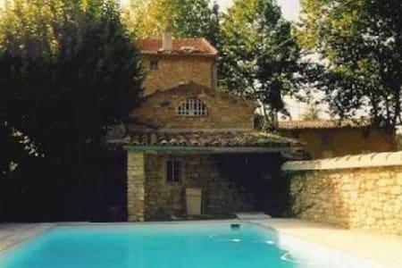 Jolie maison de village de 1879 en pierres - Entrechaux - 獨棟