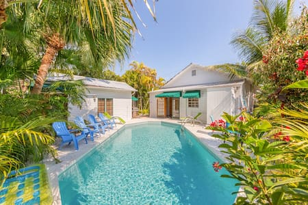 Tropical family-friendly home w/private pool, 1/2 block from Duval St. - dogs ok