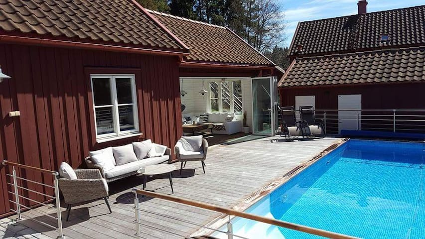 Nice guesthouse with pool 40 min from STHLM C