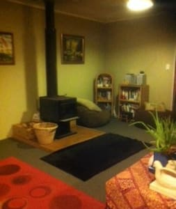 Cosy Homestay.  A place to unwind and relax. - Raglan - House