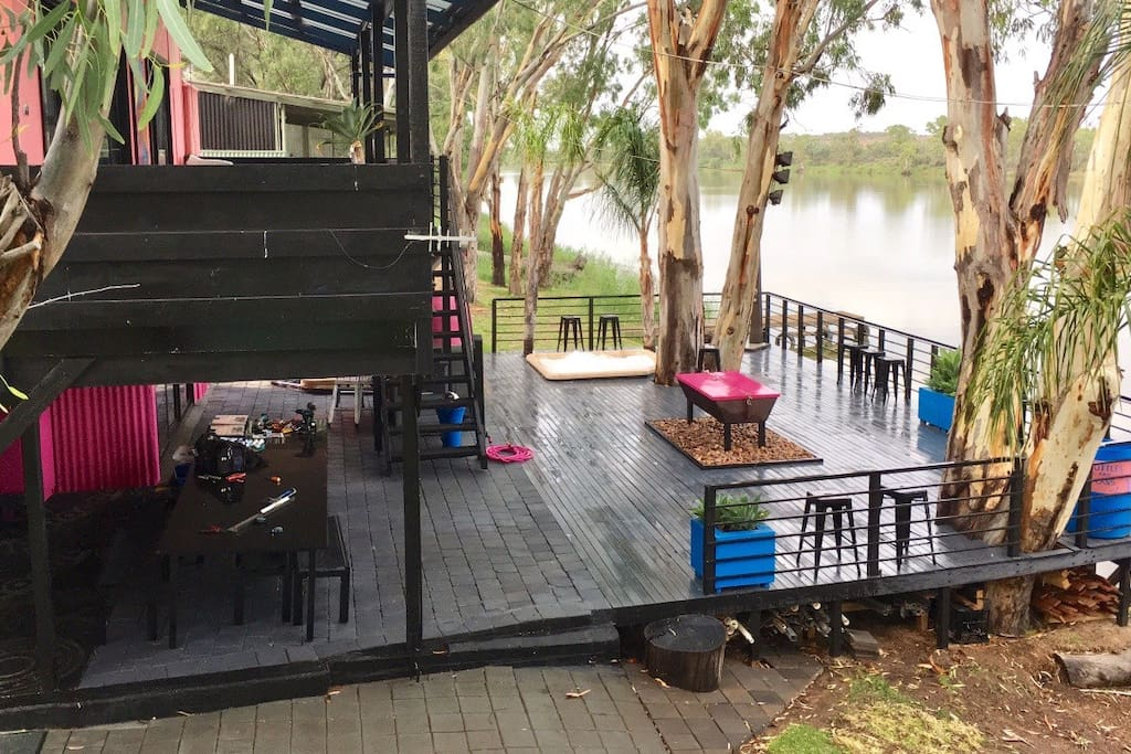 Large deck to the river