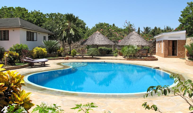 A secluded private escape - Diani Beach - Casa