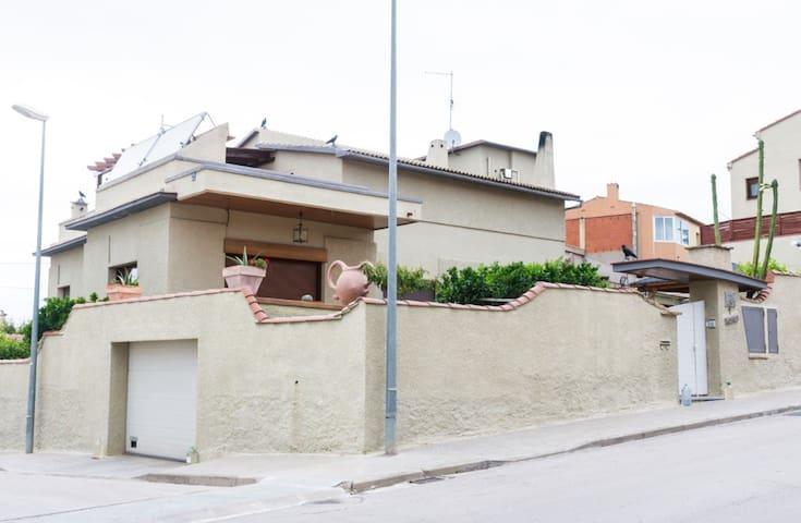 Apartament, àtic  amb terraza jardi i piscina.