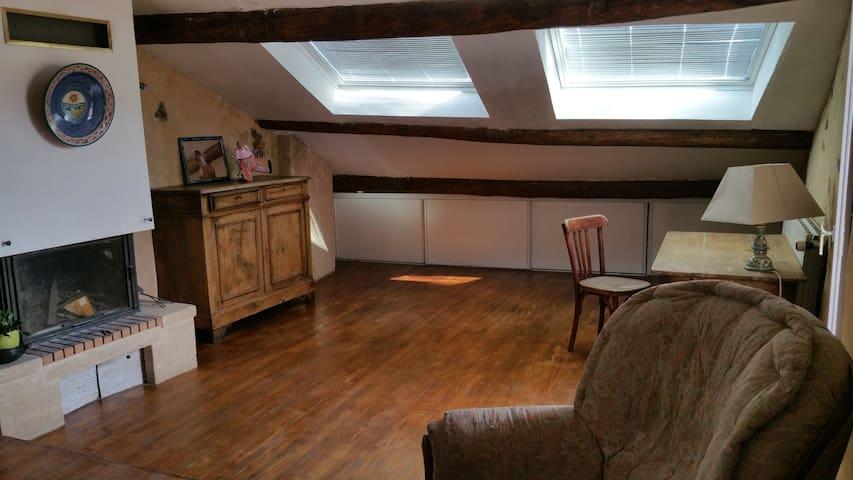 Appartement indépendant dans maison de caractère - La Motte-du-Caire - Rumah