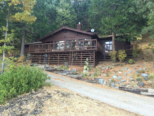 Hideaway House on Wyehka Way - Mount Shasta - House
