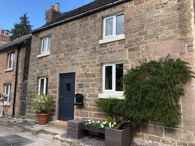 Characterful, dog friendly cottage, Peak District