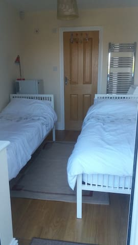 Farncombe/Godalming Near Station Twin + En-suite