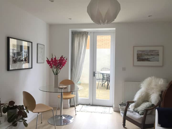 Spacious Seaside Mews Cottage in St Leonards