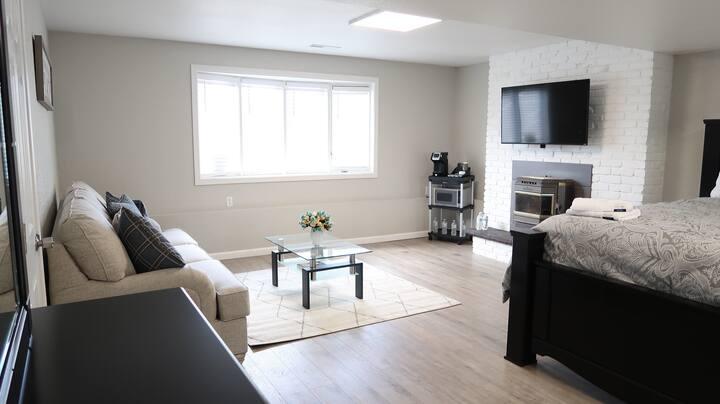 💛 Luxury Guest Suite ~ Meadow Springs