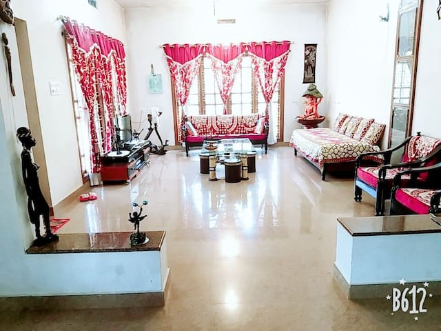 Private room in well maintained n furnished villa!
