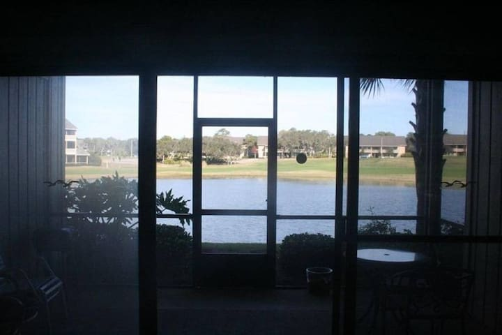 1BR Seascape Lakefront Villa, 1000 ft from Beach