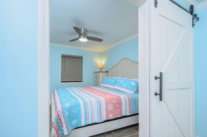 New King Bedroom Set * new Barn Door