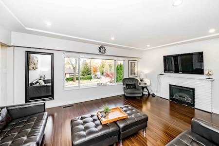 Beautiful 3Bedroom MountainView House in Vancouver