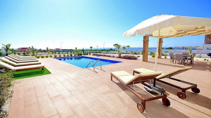 Modern Superior Luxury Villa & Private Pool Hosting up to 8 Guests