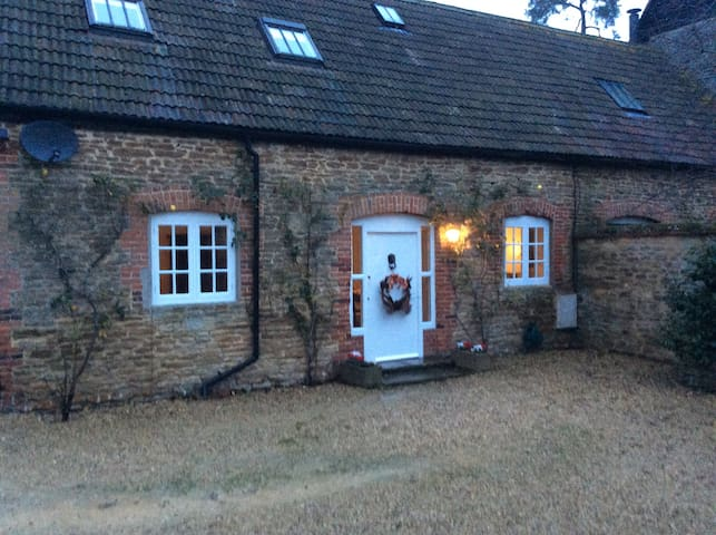 1 bedroom stone period cottage - Hinton Waldrist