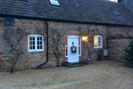 1 bedroom stone period cottage - Hinton Waldrist - Dom