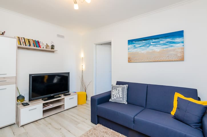 Pomalo - One Bedroom Apartment with Loggia