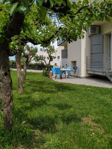 Appartamento con camino e giardino
