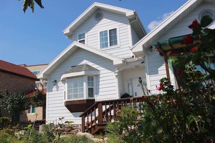 가족과 정원이 있는 맑은 공기의 전원주택. Suburban house in Gangjin. - Gangjin-eup, Gangjin - Casa