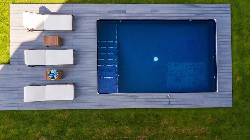 BEACH DREAM HOME! PRIVATE POOL, COMMON POOL & GYM