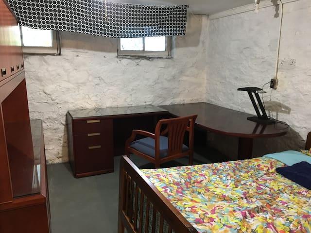 Shared Room - Historic Governor Mansion & Landmark