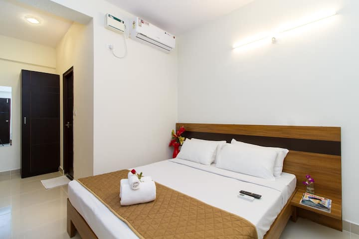 Clean Cosy AC Room w TV+Breakfast at Sanctum ITPL