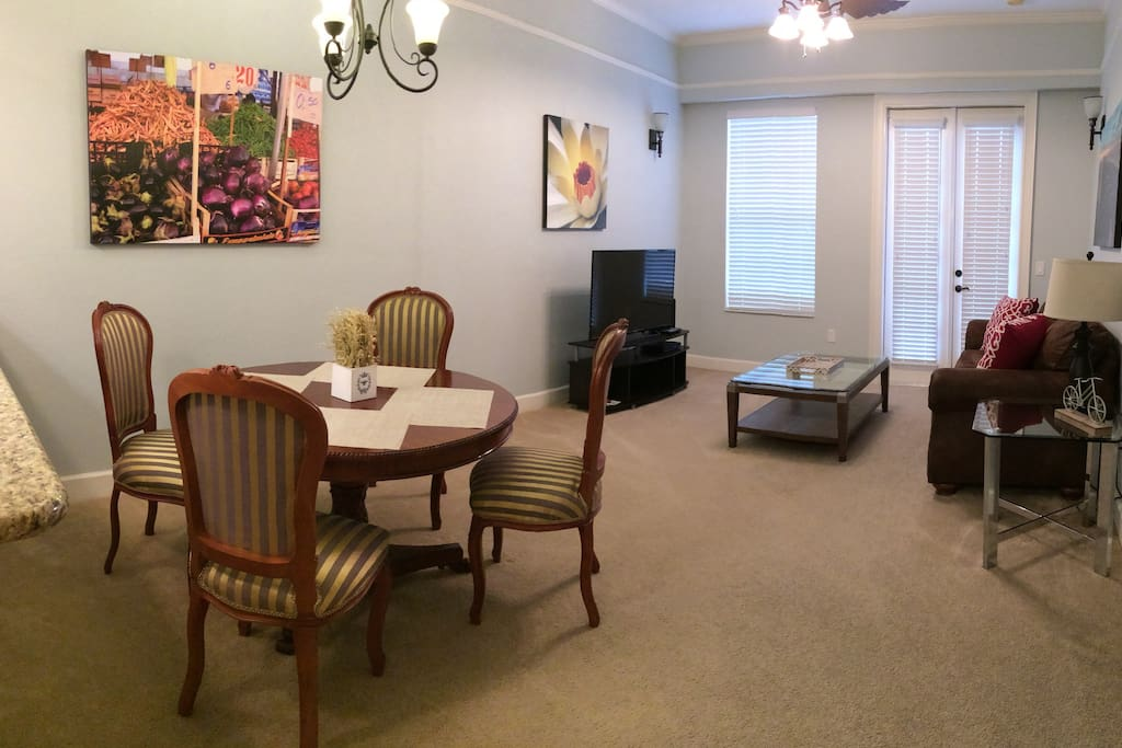 Comfortable 1/1 condo at Jackson Square, near the corner of University Avenue and NW 13th Street/ 441