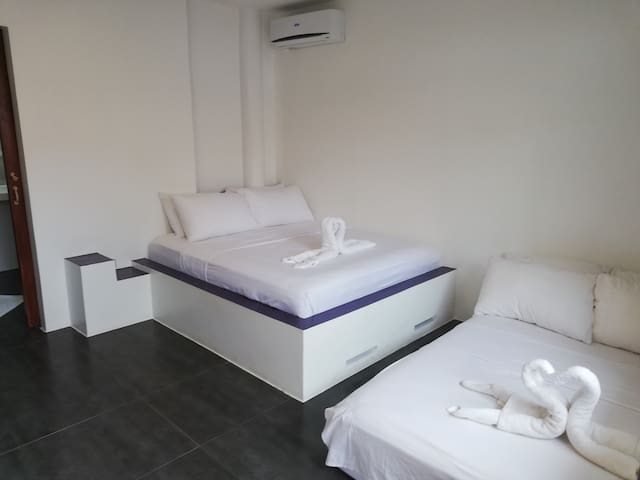 Queen room + extra bed calm, confortable 23